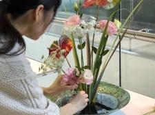 本学学生が「春のいけばな展」に出瓶し、「花供養会・花行列」に参加しました!