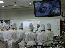【授業紹介】製菓クリエイトコース ピスタッチオのババロアとグリオットチェリーのムースを作りました!